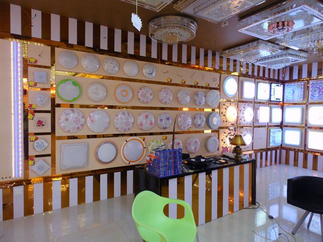 樱联厨卫   樱联厨卫,是一家集产品设计、研发、制造、营销于一体的专业化厨卫、卫浴的现代化企业, 公司总部座落于中国水暖城---南安,厨电分公司座落于经济发达的珠三角---中山。经多年的努力,卓派厨卫已逐步建成两大专业团队。第一专业团队全力打 造舒适卫浴生活为己任,主要研发、生产、销售:淋浴柱、系列龙头、陶瓷用品、时尚浴室柜等整体卫浴产品。第二专业团队精心打造爱心厨房生活为目标,主要产 品有:吸油烟机、燃气灶具、集成环保灶、消毒柜、抗菌不锈钢水槽系列厨房用具及各式浴霸、通风扇等 系列厨房电器。   公司
