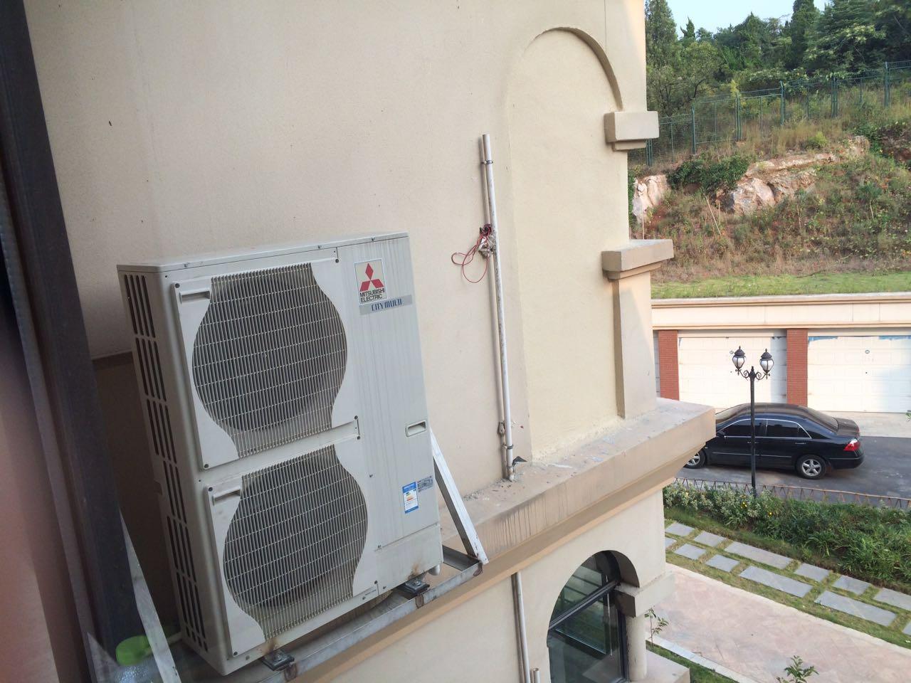 1.品牌 三菱电机成立于1921年,在90多年的历史中,三菱电机始终致力于尖端技术及专门知识的研究开发活动,并且在此基础上从事高性能产品及设备系统的开发和制造。在全球105个国家和地区拥有研发,生产,销售和其他运营基地。上海三菱电机空调是三菱电机空调在全球四大生产基地(日本,中国,泰国,英国)之一。 2.